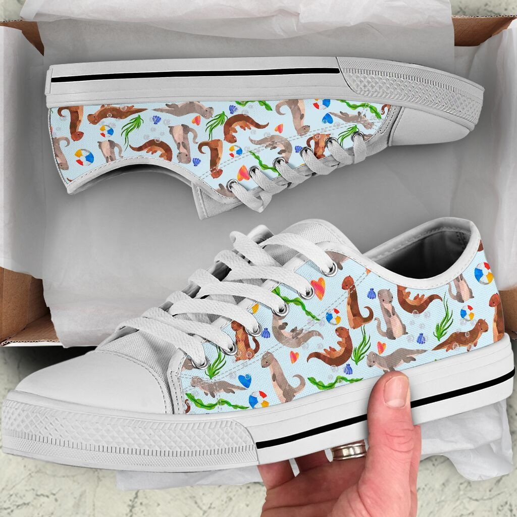 Otter illustration pattern low top shoes 0