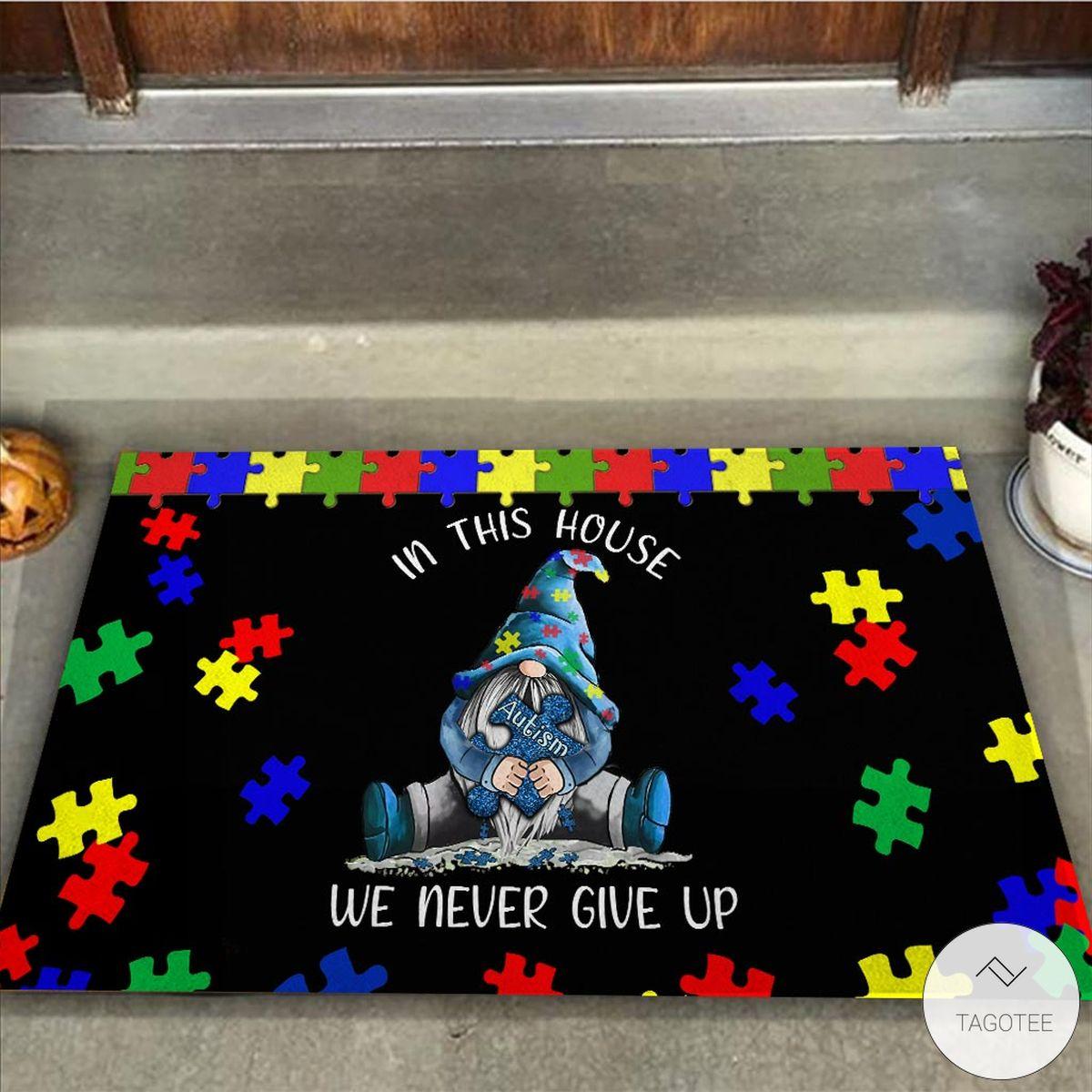 In this house we never give up Irish Gnome Autism Awareness Doormatz