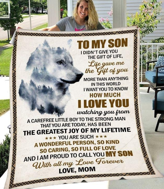 To My Son I Didn't Give You The Gift Of Life Life Gave Me The Gift Of You More Than Anything In This Word Mom fleece blanket